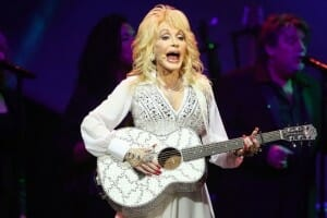 Dolly Parton Assisting Victims of Great Smoky Mountain Wildfires in Tennessee